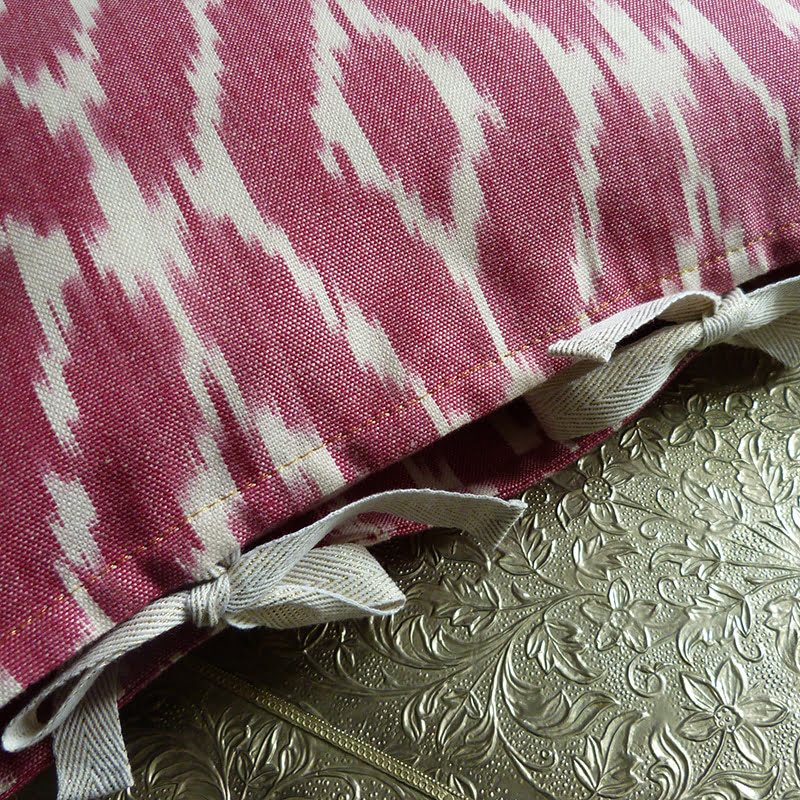 Coussin Ikat rose 3