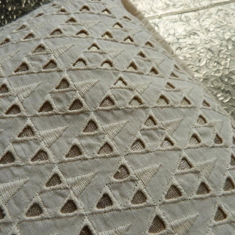 Coussin Triangles Ecru 2